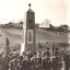 Открытие обелиска в д. Ельниково, 1971 год. Ныне на этом месте Соборная площадь Новочебоксарска. Фото Флавьяна Воронова