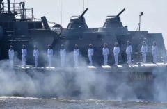 """Ракетный катер """"Чувашия"""" и базовый тральщик """"Новочебоксарск"""" будут участвовать в параде ВМФ День ВМФ"""