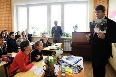 """На вопрос """"Как правильно фотографировать для газеты?"""" отвечает фотожурналист Валерий  Железняков. Фото Анны Анфимовой Путь в большую журналистику (итоги конкурса) Школа-пресс-2015"""