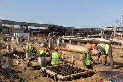 Порядка 30 специалистов-строителей готовят инженерный и производственный корпуса завода по производству перекиси водорода к следующему этапу возведения, который начнется уже в октябре. Фото Максима БОБРОВАВ авангарде современной Чувашии Химпром ТОСЭР Векторы развития