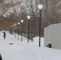 Аллея между ул. Солнечной и Пионерской уже освещена.Почти по Бунину,  или Темные аллеи. Серия 2 уличное освещение