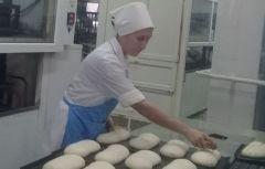 Пекарь-мастер Надежда Иванова.Выбор такой: если хлеб, то натуральный Чебоксарский хлебозавод  всегда под номером один