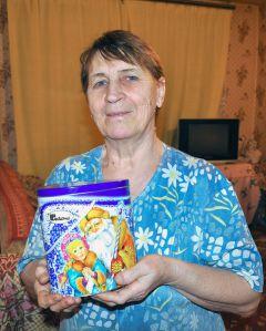 Валентина Николаевна СтупеньковаЖелаем здоровья, мира и удачи! Новый год  - 2011 Грани с подарками идут в гости