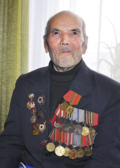 Николай ВасильевНе забыть сороковые, грозовые Новый год  - 2011 Грани с подарками идут в гости