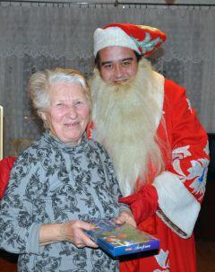 Валентина Семеновна ШверлоЖелаем здоровья, мира и удачи! Новый год  - 2011 Грани с подарками идут в гости