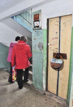 Коллаж Валерия БаклановаЛифты встают на прикол лифт