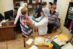 """Более 60 новочебоксарцев в этот день сделали прививку от гриппа и побеседовали с врачом.За здоровьем в """"Грани"""" День здоровья в"""