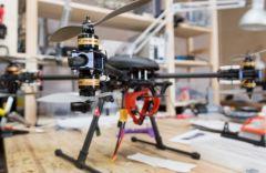 ВЯпонии дроны будут прогонять людей сработы япония