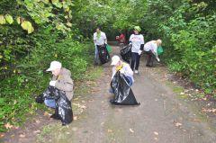 09_0168.jpgНовочебоксарцы против мусора экологическая акция Ельниковская роща Всем городом - против мусора блогкры Блогер против мусора