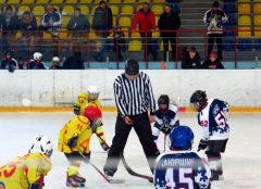 Турнир по хоккею, посвященный Дню защитника Отечества, проходит в Новочебоксарске хоккей