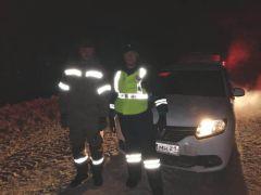 Сотрудники ДПС пришли на выручку. Фото МВД по ЧувашииСотрудники ДПС Чувашии выручили замерзающих в ночи автомобилистов ДПС