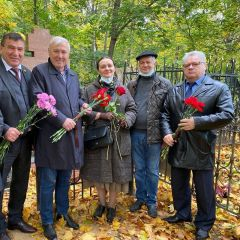 Надгробную плиту на могиле Ивана Яковлевича Яковлева обновили Иван Яковлев