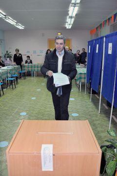 Олег Макаров голосовал за прогресс.Свой выбор сделали выборы-2011
