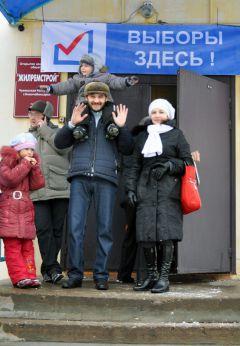 Кисамиевы ходят на выборы всей семьей.  © Фото Валерия БаклановаСвой выбор сделали выборы-2011