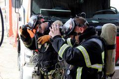 Полная боевая экипировка пожарного в весе может достигать 10 кг.Вместо звонка — тревожная сирена Безопасность