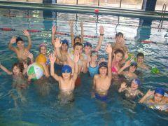 Мы учимся плавать. Фото с сайта ДЮСШ-2И плавать, и бегать научат Набор-2016
