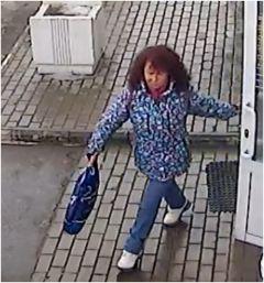 Полицейские Чебоксар устанавливают подозреваемую в хищении кошелька, забытого покупательницей в торговом центре
