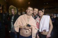 31-летний Михаил Григорьев пришел окунаться с друзьями. Больших очередей не было, все обустроено комфортно и удобно. Теплая крещенская ночь! 19 января — Крещение Господне
