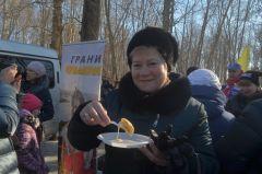 Галина Легудева говорит, что блинчики отменные: от мэра они вкуснее, и сгущенки не пожалели.Впереди нас ждет только самое хорошее масленица в Новочебоксарске Масленица