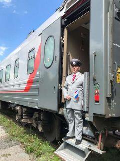 Каждого пассажира Александр Чайкун встречает как дорогого гостя. Фото автораПод стук колес проехать всю Россию Человек труда