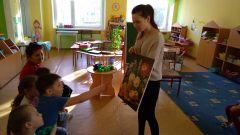 Близкое, безбарьерное общение с миром живописи, пожалуй, лучший способ увлечь детей искусством. Фото автораОт натюрморта к сказке и обратно Дошколенок Азбука живописи