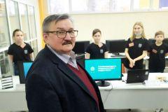 Директор НИЦ ПАО «Химпром» оценил проекты будущих инженеров Химпром