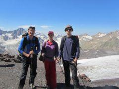 2012 год с женой и сыном в ущелье Адыр-Су.Лучший отдых — испытания в горах! Эльбрус горы альпинист Активное долголетие