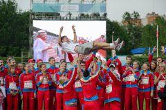 Сборная России качает своего тренера Юрия Борзаковского. Фото Валерия БаклановаСтарт года итоги