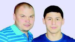 Алексей МИХАЙЛОВ (на фото слева), отец призывника:Служить я рад! призыв