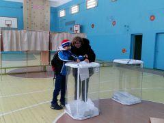 Для части горожан выборы стали семейным праздником.Убедительная победа: страна проголосовала за Путина Выборы-2018