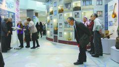 Прямо на полу музея воссоздана карта местности, где световыми пятнами обозначены все 13 деревень Шордана.Многоквартирная деревня