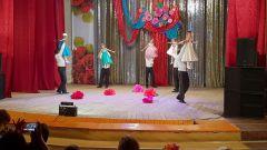 Папы воспитанниц детсада № 49 репетировали этот танец с дочками в течение месяца.Семья: царство отца, мир матери, рай ребенка семья Международный день семьи
