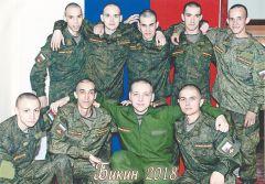 Николай Сергеев (второй слева в первом ряду) родился 23 февраля 1998 года.Дембельский альбом 23 февраля - День защитника Отечества
