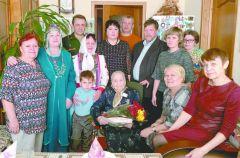 Анне Ивановне Семухиной (в центре) исполнилось 95 лет. Фото cap.ruС днем рождения, Анна Ивановна! Юбилей