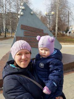 Алена Геннадьевна, мамаДорога в школу, памятник и машины под окном