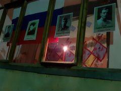 Новочебоксарцы гордятся бессмертным подвигом своих отцов и дедов и выставили в окнах портреты героев. Свеча памяти горит в честь солдат Усовых.Поклонимся великим тем годам День Победы 75 лет Победе
