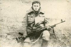 Пулеметчик Вадим Мидаков. Фото из семейного архива.Блокировали караваны с оружием Дембельский альбом