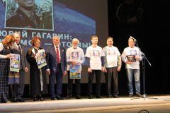 Чувашская делегация на награжденииВелосипедисты Чувашии в Звездном городке зачитали Приветственное послание от газеты «Грани» велопробег Велодвижение «Солнце на Спицах»