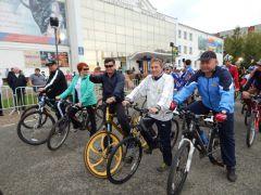35.jpgВ Новочебоксарске прошел 12-й традиционный велопробег в честь дня рождения А.Г. Николаева велопробег