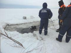 42431de60a5ac8b9fe6acea46b40a8fd.jpgМашина с рыбаками, провалившаяся под лед, принадлежала больнице ЧП рыбаки Гибель