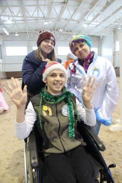 Стас Андреев и два его надежных крыла — мама и сестра. К победе на коне!