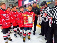 4a79212a2632ce5c.jpgХоккейный турнир, посвященный Дню города Новочебоксарска, завершился: главный приз отправился в Казань хоккей