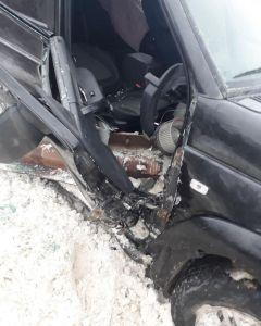 ДТП  в Шумерлинском районеГИБДД Чувашии: зажатую в салоне автомобиля пассажирку удалось спасти с помощью специнструмента ГИБДД сообщает ДТП