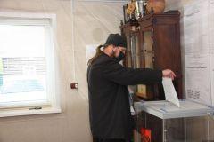 В Псковской области иеромонах добрался до участка на велосипедеВыборы 2021: интересные и драматические ситуации на избирательных участках Выборы - 2021