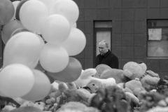 Путин возложил цветы у сгоревшего торгового центра в Кемерово Кемерово