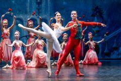 На творческом вечере Татьяны Альпидовской выступили артисты чувашского  балета, среди них солисты Анна Серегина и Дмитрий Поляков.На сцене лучшие спектакли  и приглашенные звезды Территория культуры XXV Международный балетный фестиваль