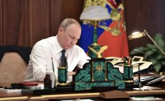 7 мая Владимир Путин подписал указ, который определит будущее развитие страны. Фото kremlin.ruМайский, стратегический, прорывной Майский указ Инициативы Президента