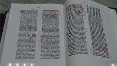 Библия Гутенберга - вершина типографского искусстваВ Чувашском национальном музее показали шедевр изящной печати библия Выставка Чувашский национальный музей