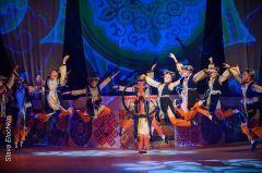 """В """"Узорах"""" только девочки, однако прыжки и трюки они выполняют не хуже мальчиков.""""Узоры"""" – территория танца и любви Юбилей ансамбль народного танца """"Узоры"""""""
