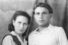 Поэт Ахтубай с женой.  Фото предоставлено С.ПавловымПламенный поэт и отважный солдат Бессмертный полк